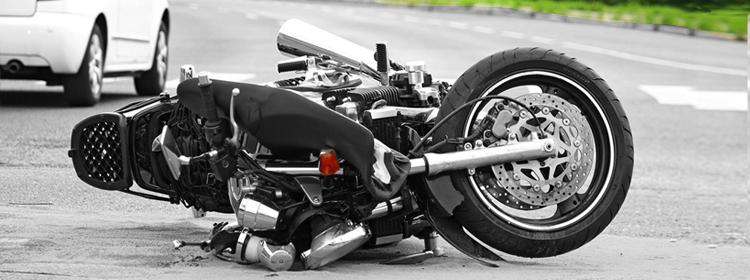 תאונות דרכים - אופנוע על הכביש